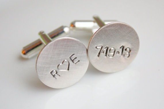 Свадьба - Personalized Cuff Links Cufflinks- Custom Date for Groom or Groomsmen Dad or Grandfather