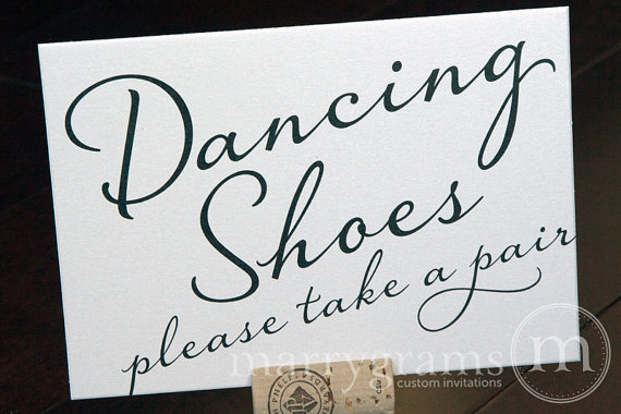 Свадьба - Dancing Shoes Wedding Sign - Flip Flops Basket Sign -Wedding Reception Seating Signage - Matching Numbers SS03