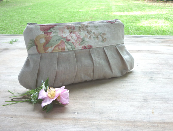 Свадьба - Rustic wedding clutch linen clutch beige clutch bridesmaid gift country wedding purse natural garden wedding vintage pink green flower farm