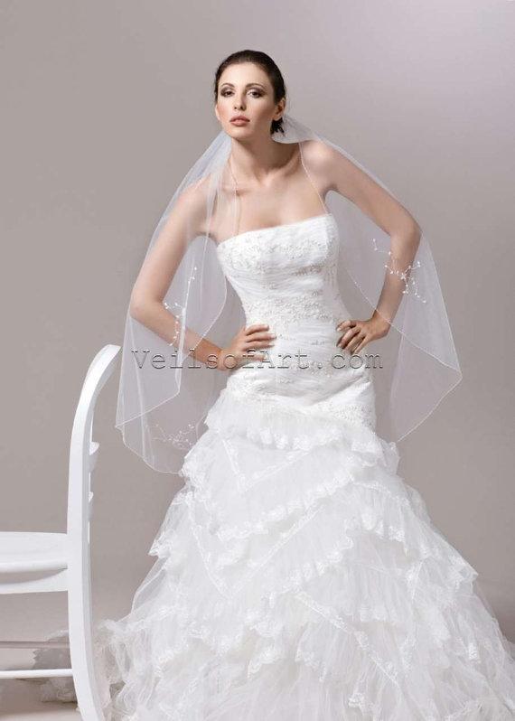 Hochzeit - NWT 1T Fingertip Bridal Wedding Veil Beaded Edge VE168 Handcrafted