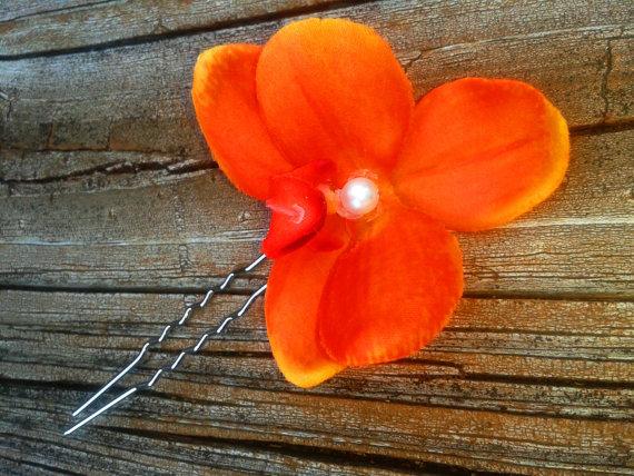 زفاف - BRIDAL HAIR FLOWER-Hawaiian Orange Coral Orchid, Tropical Hair Clip, Silk Flower, Wedding Accessory, Flower Pins, Pearl Center,Beach Wedding