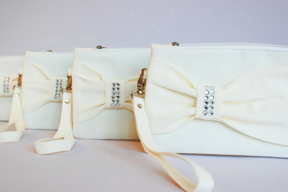 Mariage - Promotional sale   - SET OF 6 -  Ivory bow wristelt clutch,bridesmaid gift ,wedding gift ,make up bag,zipper