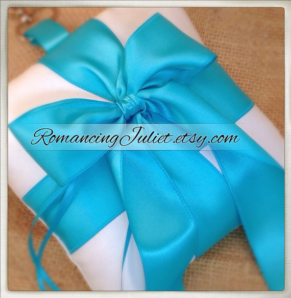 Свадьба - Pet Ring Bearer Pillow...Made in your custom wedding colors...shown in white /turquoise