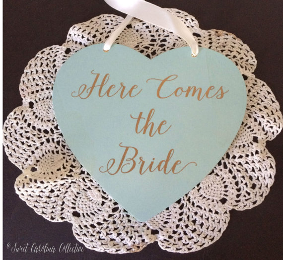 Свадьба - Heart Shaped Here Comes the Bride Ring Bearer Sign / Ringbearer Sign / Wedding Signage / Wedding Signs WS-137