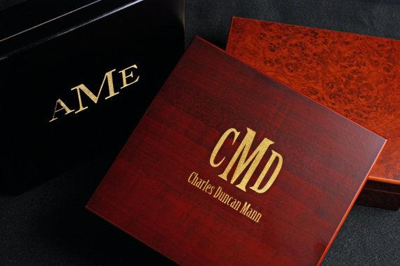 Mariage - Personalized Humidor Custom Engraved with Monogram & Name Cherry, Black or Burl Cigar Groom Groomsmen Groomsman Boyfriend Corporate Guy Gift