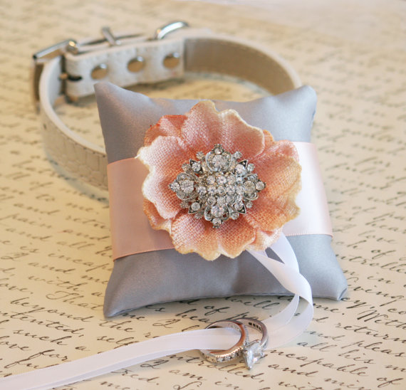 Свадьба - Silver and Blush Ring Pillow for dogs -  Pillow attach to Leather Collar