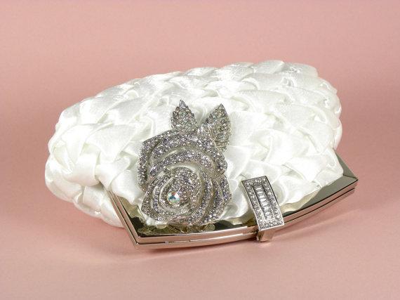 زفاف - White Bridal Clutch, Vintage Style Bridal Clutch, White Satin Wedding Clutch with Crystal Rose Brooch