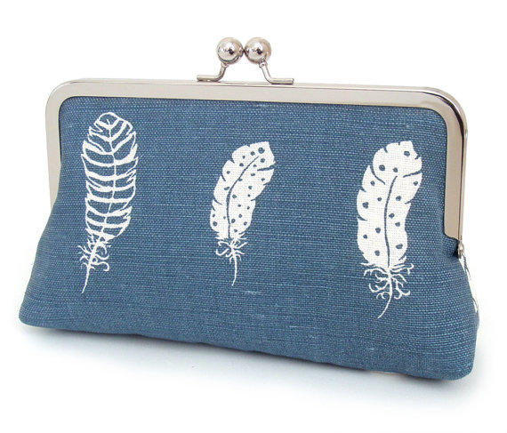 Свадьба - Clutch bag, white feather purse, wedding bag, bridesmaid gift, BLUE FEATHERS