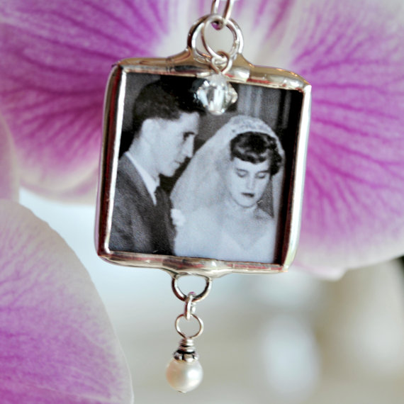 Свадьба - Wedding Bouquet Charm with Memorial Photo and Swarovski Pearl