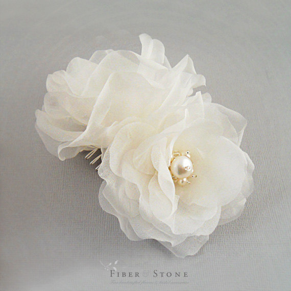 Свадьба - Pure Silk, Double Rose Bridal Hair Flower Comb, Bridal Headpiece, Ivory, White, Wedding Hair Accessories, Freshwater Pearl Wedding Headpiece