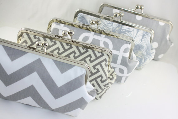 Свадьба - Grey & White Custom Bridesmaid Clutch / Wedding Gift / Wedding Purses - Set of 7