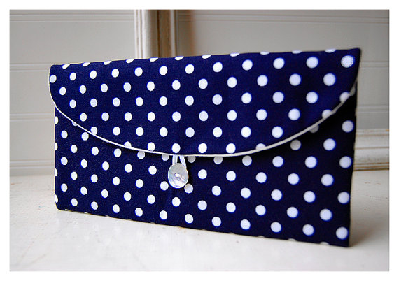 Mariage - Navy Blue, Polka Dot , Clutch Purse, Navy Bridesmaid Clutch, bridesmaid gift, blue white purse, Wedding Gift, bridal clutch, wedding clutch,