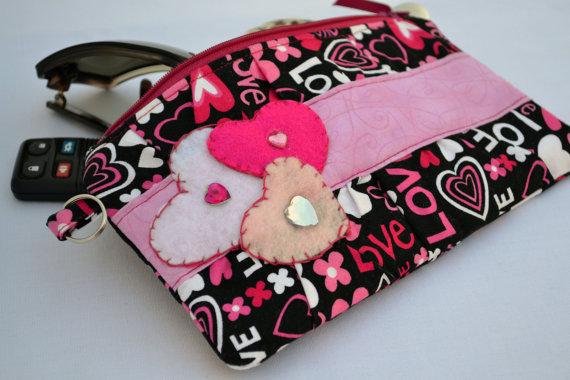 Mariage - valentines day clutch, heart Clutch, valentines day gift, purse, zippered pouch, summer clutch, pink wristlet, wedding clutch, clutch