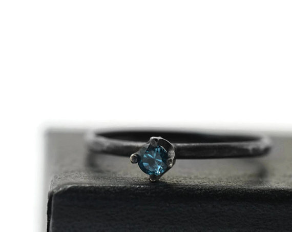 زفاف - London Blue Ring, Minimalist Engagement Ring, Black Silver Ring, Oxidized Ring, Blue Topaz Ring