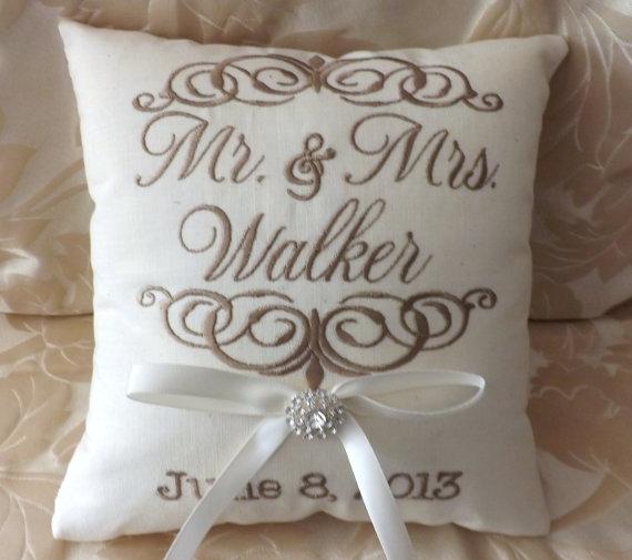 Свадьба - Ring Bearer Pillow, Mr. & Mrs. Ring Bearer Pillow, Custom , Personalized, Linen Ring Pillow, Keepsake, wedding pillow, (RB101)