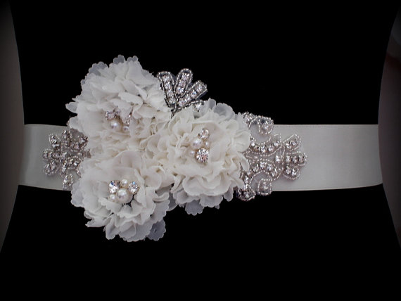 Hochzeit - Bridal Sash Belt , Crystal wedding sash , Crystal sash , Beaded Sash, Rhinestone Bridal Sash, Flower Sash
