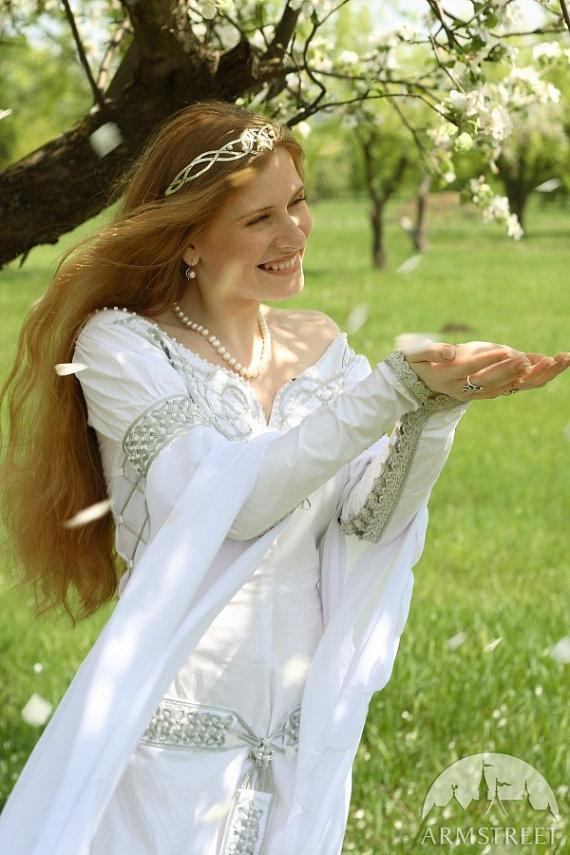 "Mariage - White Medieval Wedding Dress ""Isolde"""