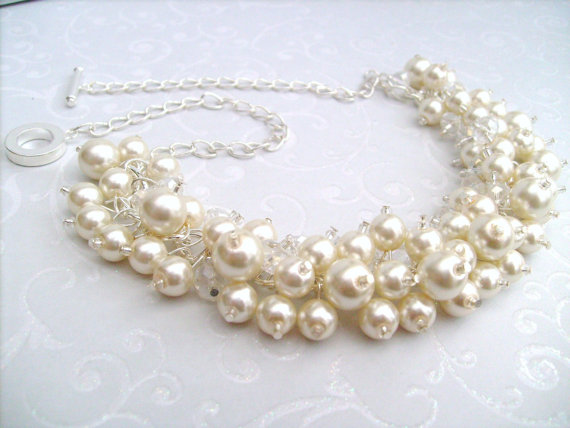 Mariage - Set of 5 Bridesmaids Ivory Pearl Beaded Necklace, Bridal Jewelry, Cluster Necklace, Chunky Necklace, Bridesmaid Gift, Pearl and Crystals