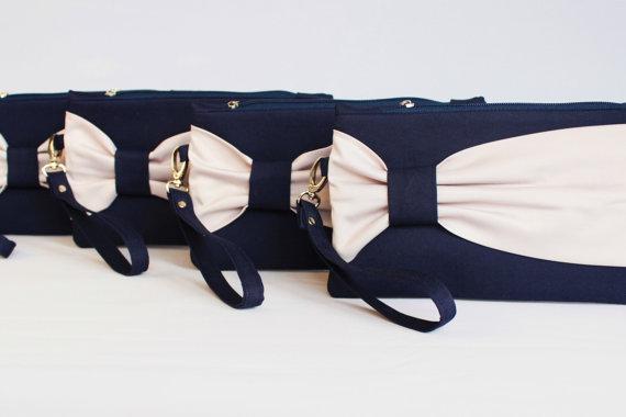 Свадьба - Promotional sale   - SET OF 10 - Navy beige bow wristelt clutch,bridesmaid gift ,wedding gift ,make up bag,zipper