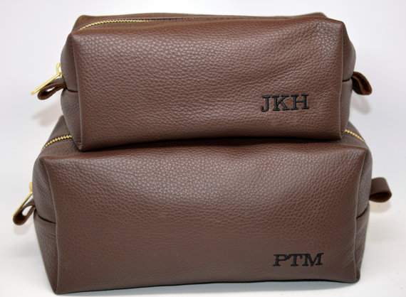Mariage - Groomsmen Gift Handmade Leather Dopp Kit / Toiletry Bag with Free Custom Initials, Great for Grooms and Best Men Too