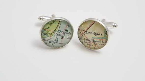 Mariage - Map cufflinks custom vintage maps. Select two locations. Anywhere in the world.  Wedding. Groom. best man. groomsmen. personalized