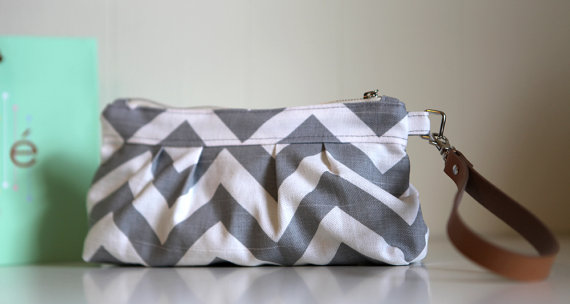Hochzeit - Chevron ZigZag in Grey and White - Pleated Wristlet Clutch, Wedding Clutch, Wristlet Purse with Detachable Faux Leather Handle