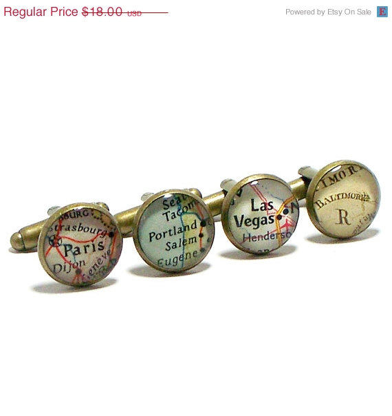 Mariage - Valentines Day Sale CUSTOM Vintage Map Cufflinks. One Pair. You Select two Locations. Anywhere In The World. Gift. Wedding. Groom. Groomsmen