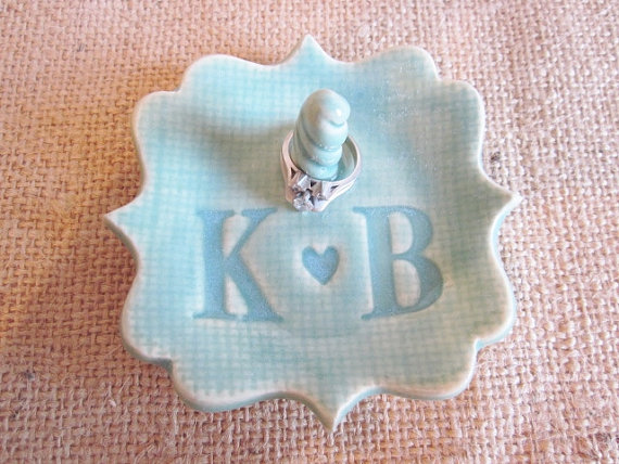 Mariage - Mr and Mrs monogrammed ring holder, In stock initials K and B,  gift for Bridal shower, wedding, engagement, birthday, ceramic pottery