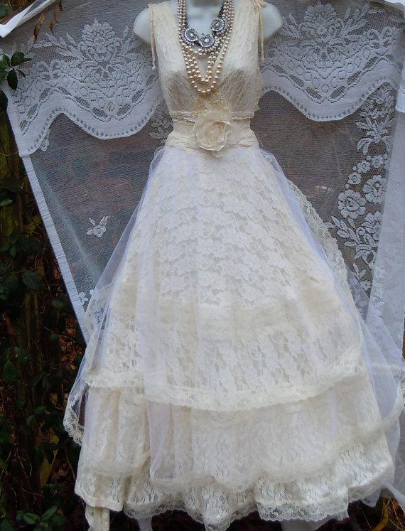 Свадьба - Lace  wedding dress ivory  tulle crinoline vintage  bride outdoor  romantic small by vintage opulence on Etsy