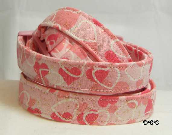 Свадьба - Dog Collar Soft Pink Hearts is soft pink white outlines gold sparkle HEART Any Day Love Adjustable w D Ring Choose Size Accessories Pet Pets