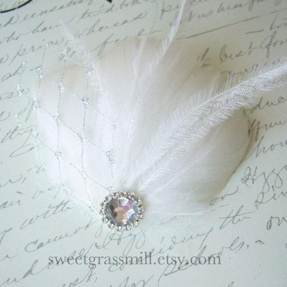 Свадьба - Bridal Fascinator - PETIT PLATINE - White Ostrich Feathers Silver Platinum Veil Netting Bridal Clip