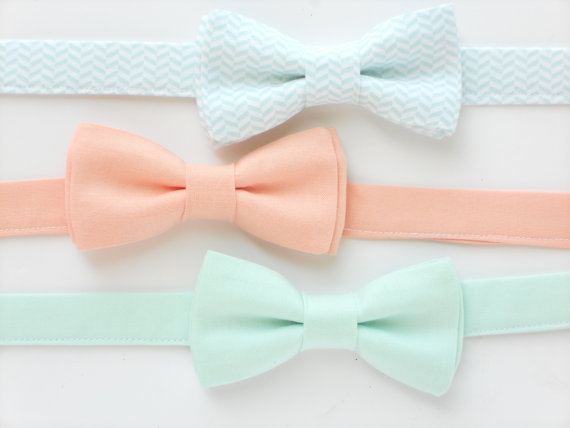 Свадьба - Boys bow tie, mint bow tie for kids, peach bow tie, wedding bow tie for ringbearers, groomsmen ties, boys photo prop, childrens bow tie