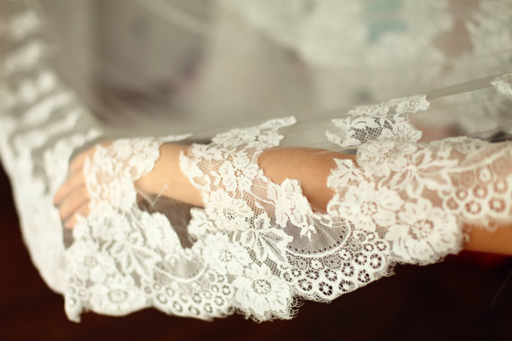 Свадьба - Alencon Lace Veil/Bridal Veil/Wedding Veil/Mantilla Veil/3M Long Cathedral Veil/Eyelash Lace Veil/Comb Veil