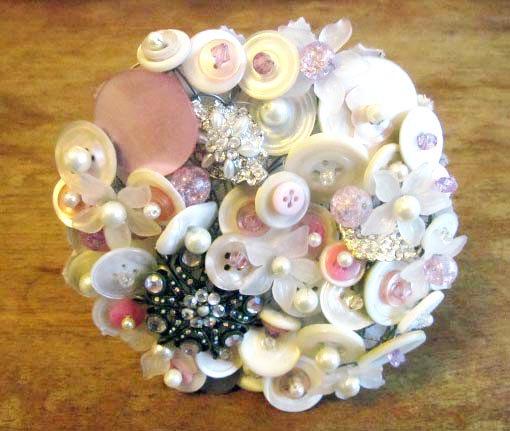 زفاف - Vintage Pink and White Button Brooch Bead Wedding Bridal Bridesmaid Bouquet