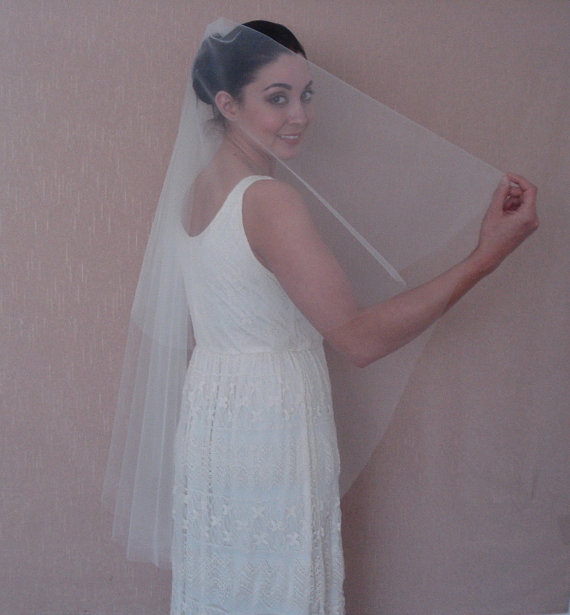 Mariage - Fingertip Length Bridal Tulle Drop Veil in Light Ivory or White - Ready to ship in 3-5 days