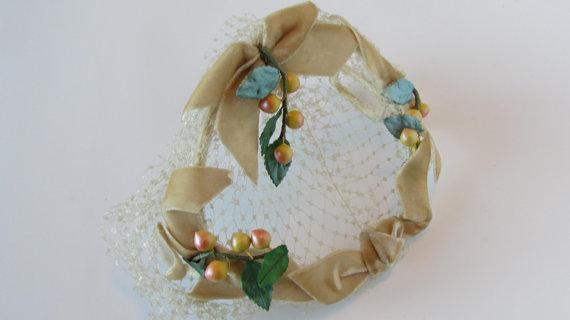 Mariage - Fruit Hat Headband Headpiece - Fascinator Hat With Veil Tan Light Peaches Leaves Fruit Basket Hat 1940s Unique Bridal Wedding Hats