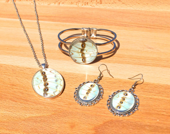 Mariage - Real White Morpho Butterfly Wing Jewelry Set, Bridal Statement Necklace, Chandelier Earrings, & Bracelet, Wedding, Eco friendly Pendant