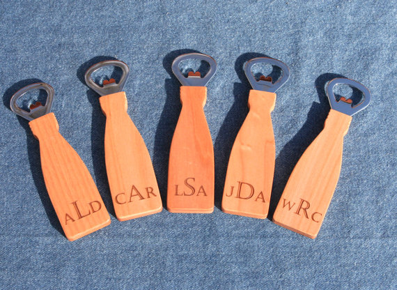 Свадьба - Set of 5 Engraved Magnetic Maple Bottle Openers, Personalized Groomsmen Gifts for Weddings, Best man and Grooms Party Favors