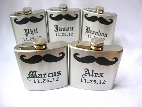 Свадьба - Gift for Groomsmen mustache flask -  6 ounce