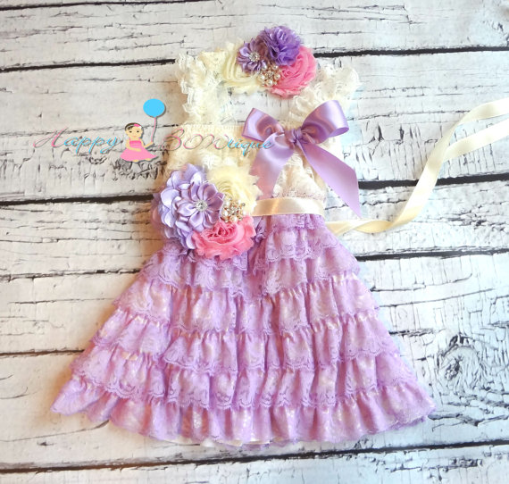 Свадьба - Pretty in Lilac Vintage Lace Dress set, Flower girls dress, baby girls,baby dress, Birthday outfit, Ivory dress,flower sash, Lavender dress,