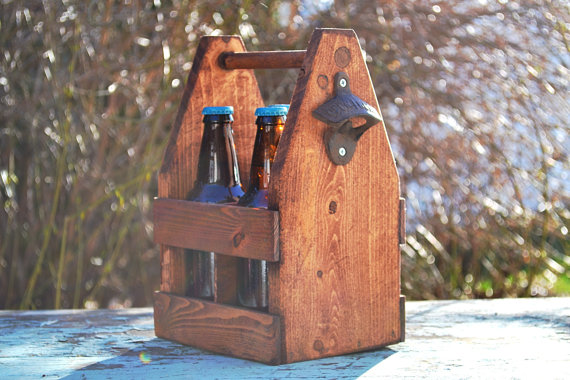 Свадьба - Rustic 4 Pack Beer Tote, Beer Carrier,Valentine's Day Gift, Gift for Him, Groomsmen Gift, Groomsman Gift, Reclaimed Wood, Wedding Gift