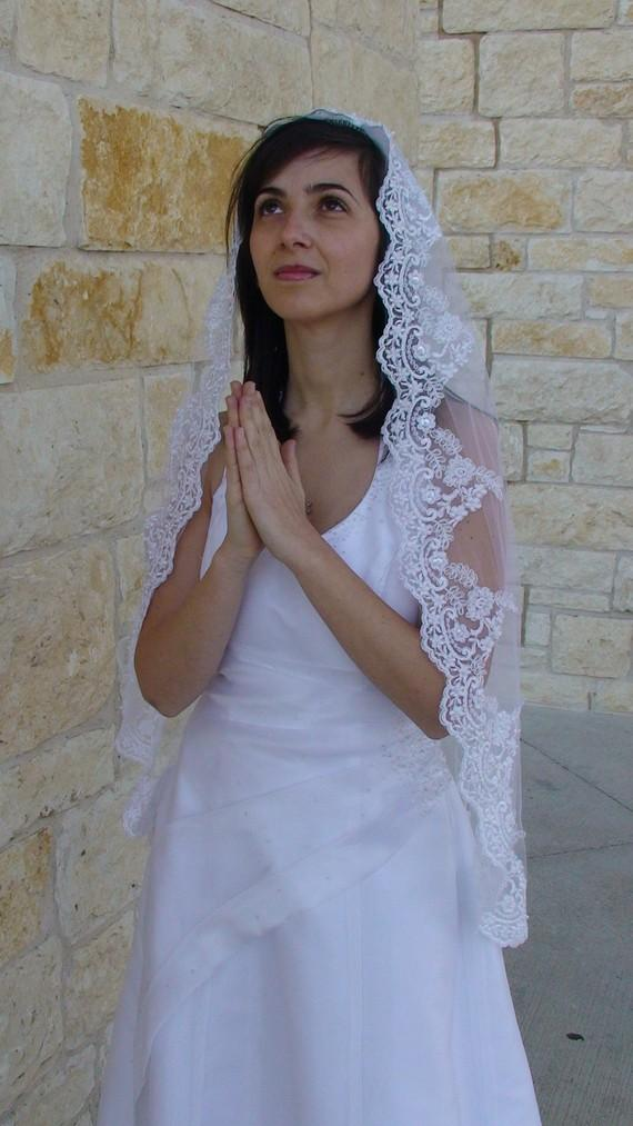 Свадьба - Wedding Lace Veil with exclusive  Beaded Lace on the edge, Communion veil  in White, ivory, or Champagne