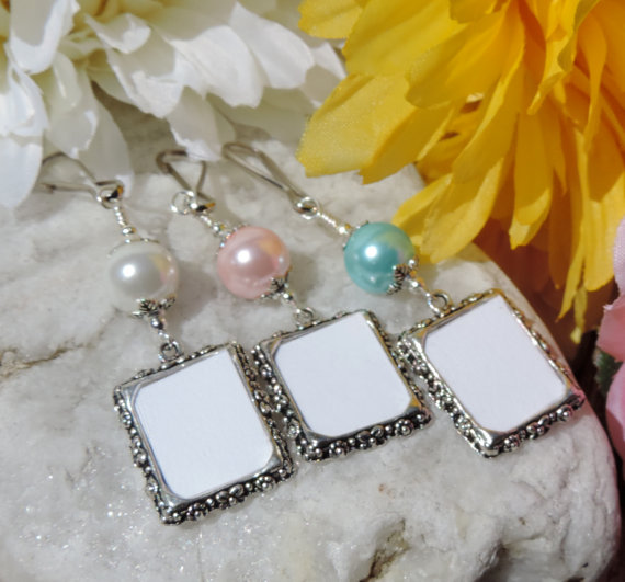 Mariage - Wedding bouquet photo charm. Memorial frame charm with blue, pink or white shell pearl.