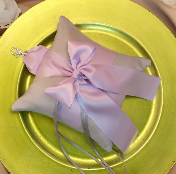 Свадьба - Pet Ring Bearer Pillow...Made in your custom wedding colors...shown in silver gray/lilac purple