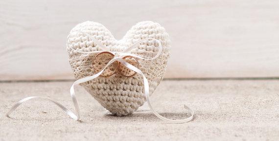 Свадьба - Wedding Rings Pillow Engagement Ring Holder Heart Bearer Crochet Ivory Pillow