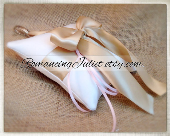 Свадьба - Pet Ring Bearer Pillow...Made in your custom wedding colors...shown in ivory/champagne/pale pink ties