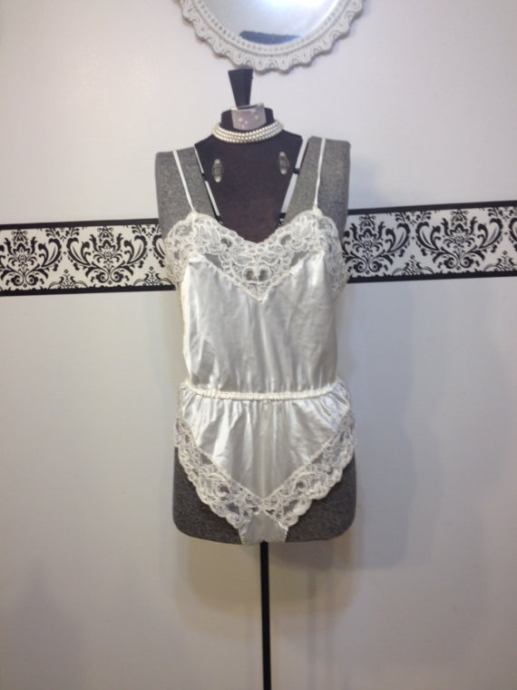 Mariage - 1950's Cream Pin Up Lace Teddy by Pembrooke, Size Medium, Vintage 1960's Rockabilly Bombshell Wedding Lingerie