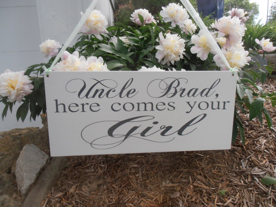 Mariage - Uncle Here comes your Girl sign Ring bearer Flower girl Custom Grooms name