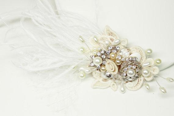 Hochzeit - Feather & Birdcage Veil Bridal Hair Clip--Statement Bridal hairpiece- Feather Bridal Comb- Wedding Hair Accessories- Cream Bridal Comb