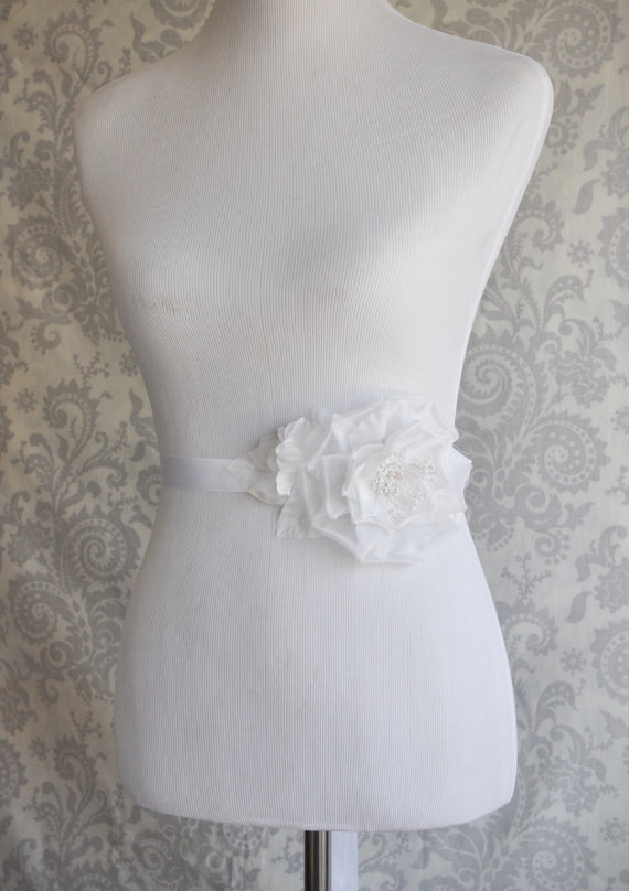 Свадьба - Wedding Sash with Silk Flowers, Handmade Bridal Sash with Satin Bow, Bridal Belt in White or Ivory - 105S